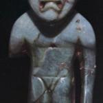 Stehende Figur aus Jade. Der Kopf läßt die für die Träger der La Venta-Kultur typische Schädeldeformatic erkennen. Fundort: Ocozocoautl, Chiapas. La Venta-Kultur. Etwa 500 v. d. Z. - 200 n. d. Z. Höhe: 7,5 cm. Museo Regional, Tuxtla Gutierrez, Chiapas.