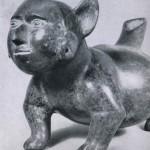 Rötlich-braun bemaltes Tongefäß in Form eines Hundes, der eine menschliche Maske über seinem Kopf trägt. Fundort unbekannt. Kultur der Nordwestküste, Colima-Stil. Etwa 300-1000 n. d. Z. Höhe: 20 cm, Länge: 36,8 cm. Museo Nacional de Antropologia, Mexiko D.F.