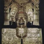 """Goldener Brustanhänger mit Hieroglyphen des Todesgottes Mictlantecuhtli. Im Guß der """"verlorenen Form"""" entstanden. Museo Regional de Oaxaca"""