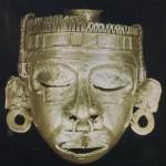 """Die Goldmaske des Frühlingsgottes Xipe Totec, """"unser Herr, der Geschundene"""", im Guß der """"verlorenen Form"""" geschaffen. Museo Regional de Oaxaca"""