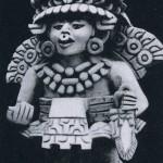 """Bild-Urne mit der Darstellung einer uns unbekannten Gottheit. Die """"Urnen"""" mit einem zylinderförmiger Gefäß im Rücken dienten aber nicht zur Aufnahme von Asche oder Totenresten, sondern wurden als Grab¬beigaben, gefüllt mit Speisen und Getränken, den Toten mitgegeben. Ton. Klassische Zeit. Herkunft: vermutlich Hochtal von Oaxaca. Zapotekische Kultur (Monte Alban III). Etwa 500-800 n. d. Z. Höhe: 39 cm. Sammlung H. Leigh, Mitla, Oacaxa"""